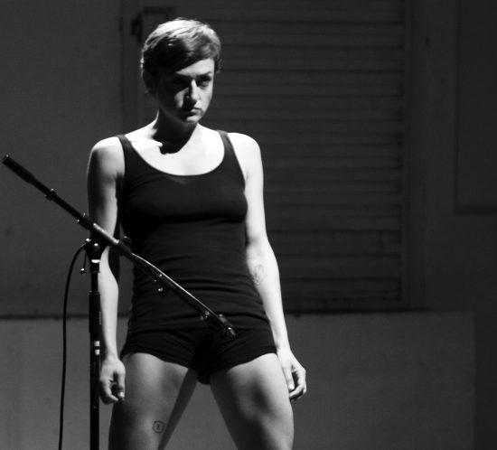 UNIFESTIVAL 2017 Cía. Lara Brown (Madrid) - Auto-, o cómo generar multitud de maneras de mirar un cuerpo